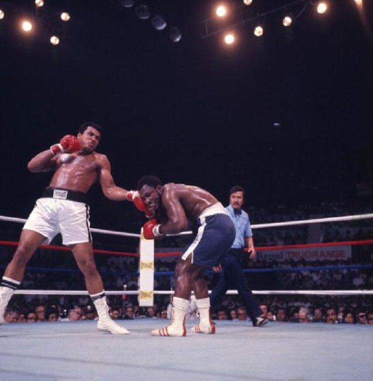 American boxer Muhammad Ali (born Cassius Clay) (left) throws a punch at Joe Frazier (1944 - 2011) during their bout in the ring at Araneta Coliseum, Quezon City, Philippines, October 1, 1975. Referee Carlos Padilla is visible in center. The fight, billed as 'the Thrilla in Manila,' was the third time the men had fought and this time, Ali emerged victorious. (Photo by Lawrence Schiller/Polaris Communications/Getty Images)
